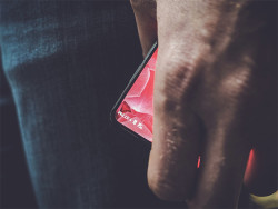 Android Founder Andy Rubin Teases Bezel-Less 'Essential' Flagship Smartphone