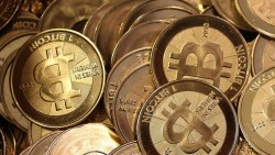 Bitcoin rebels risk 'currency chaos'