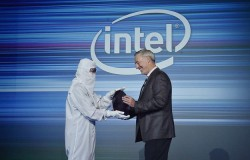 Intel Shows Off 10nm Cannon Lake Wafer For 9th Generation Core Processors