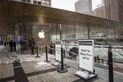 Fancy Chicago Apple Store With MacBook Roof Poses Falling Ice Threat To Its Customers