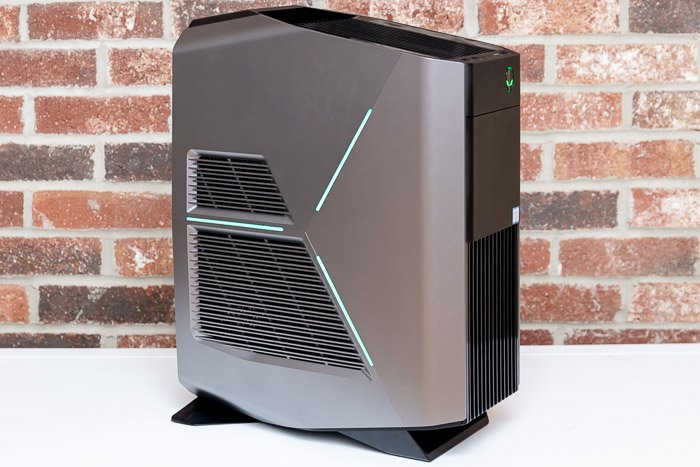 alienware aurora r8 three quarters view