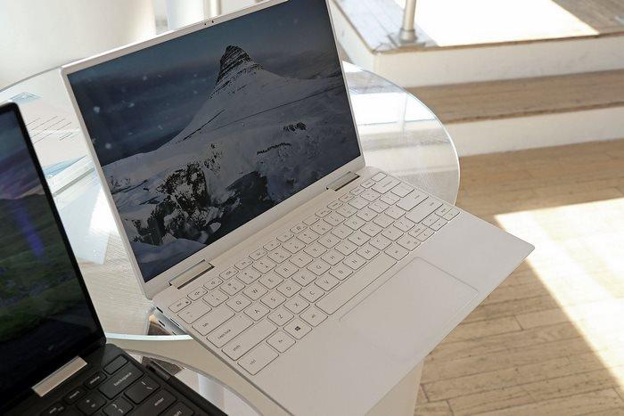xps 13 white open keyboard
