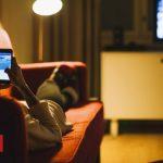 Brits' internet use peaks at 21:00 on Wednesdays, ONS says